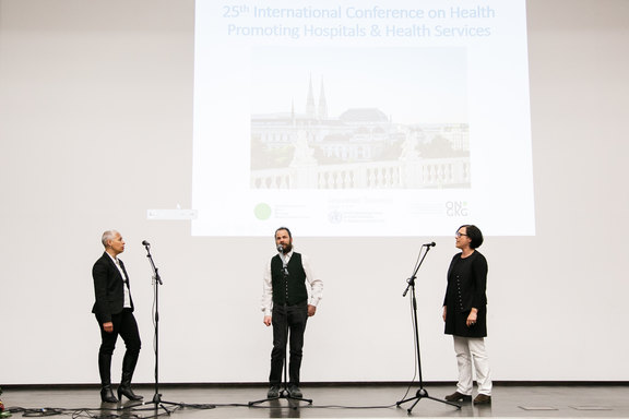 The Trio Oanano opened the first plenary and thus the conference with some Alpine yodelling.